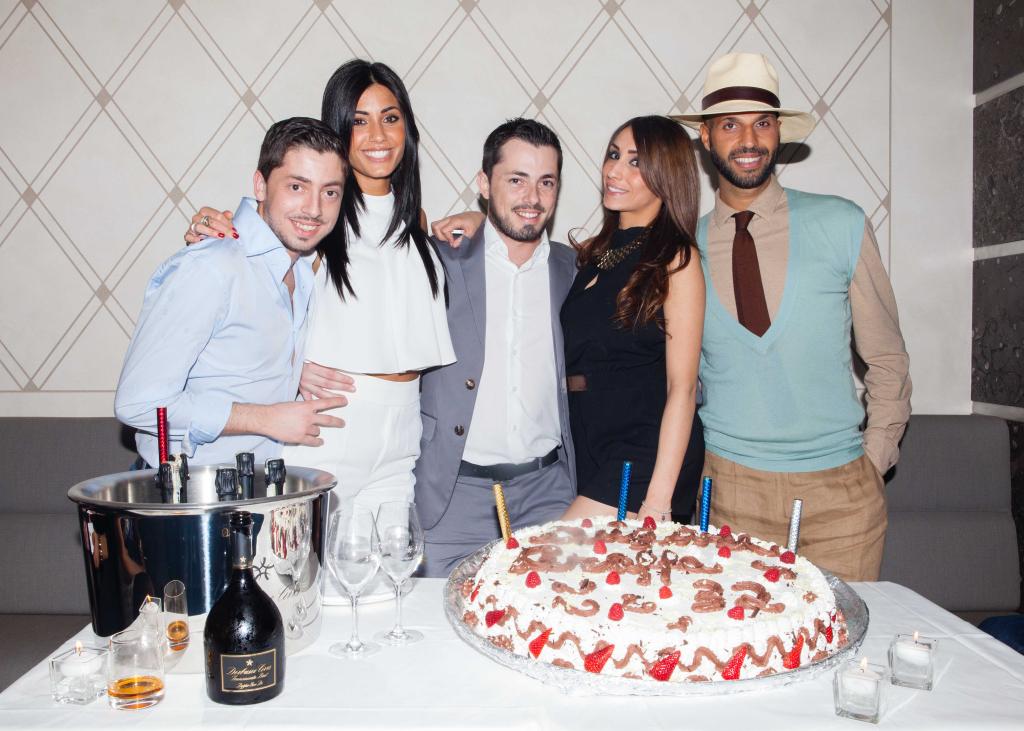 il festeggiato con fidanzata insieme a Federica Nargi, Francesco Graffagnini e Jonathan